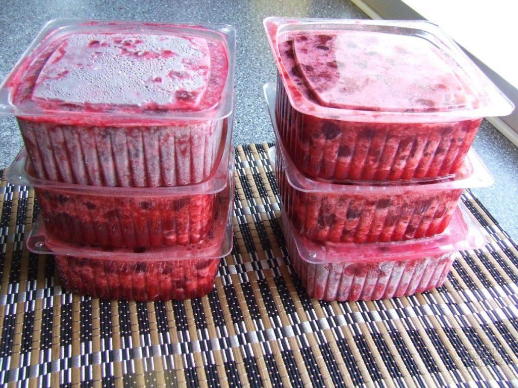 Как заморозить клубнику на зиму в морозильной камере
